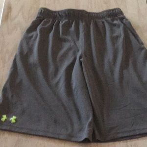 Under Armour Boys Shorts in size large